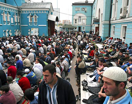 new russia muslim Russia's muslims, who make up some 10 percent of the population, seem divided on the legislation, with regional muftis split on whether it's a gross violation of human rights or a necessary step in the fight against islamic extremism.