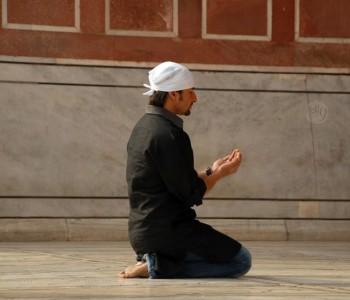 Supplicating to Allah