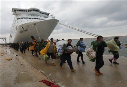 China evacuates thousands from Libya