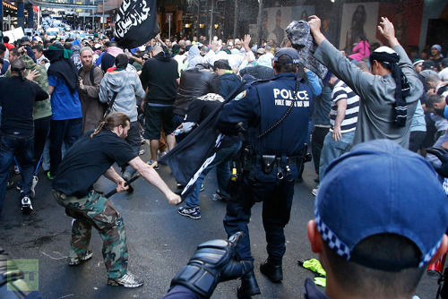 Protesters clash with police / Image source: RT.com