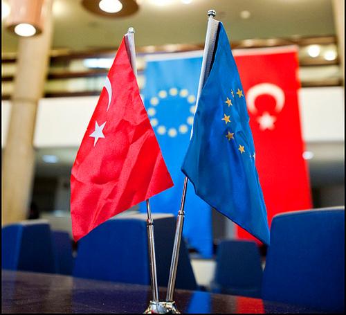 Flags Turkey EU by European Parliament / Creative Commons