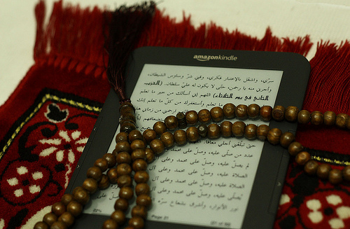 beads and kindle by aunullah / Creative Commons