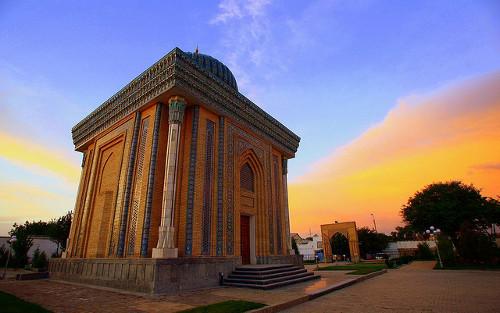 Abu Mansur Mosque by Nir Nussbaum / Creative Commons