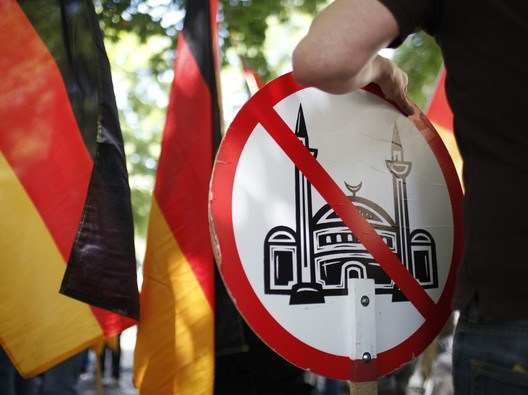 German-anti-mosque-placard / Source: loonwatch.com