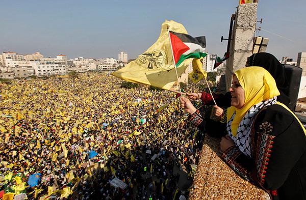 women-wave-palestinian-fatah rt.com