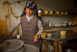Hue Muslim at work in the kitchen / Source: www.trekearth.com