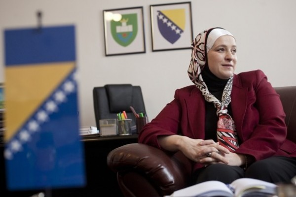 Rise of Bosnian mayor with a head scarf challenging assumptions about Islam