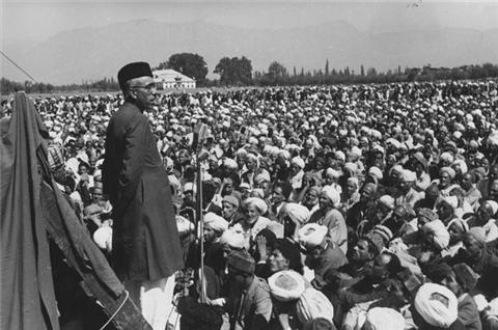 Sheikh addressing crowd