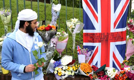 Muslims give flowers