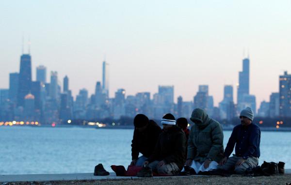 الذي يبعد شبابنا ديننا؟ أسباب إنحرافهم؟