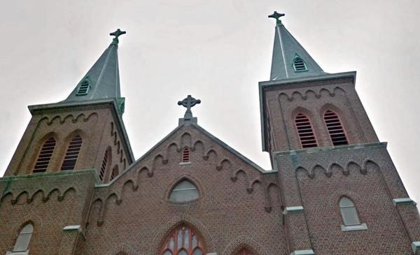 มุสลิมนิวยอร์กย้าย ไม้กางเขน ลงจากโบสถ์เก่า ก่อนเปลี่ยนมาเป็นมัสยิด