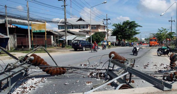 BOMBS IN MUSLIM-DOMINATED SOUTHERN THAILAND KILL 3, WOUND 63