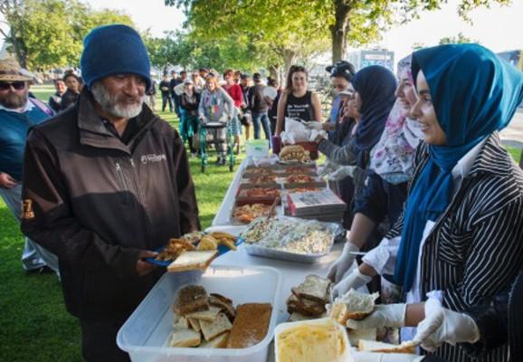New Zealand: Muslim women serve the homeless