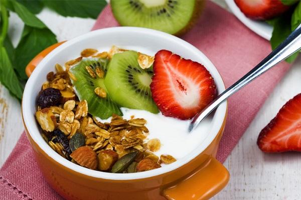 greek-yogurt-friut-nuts-museli